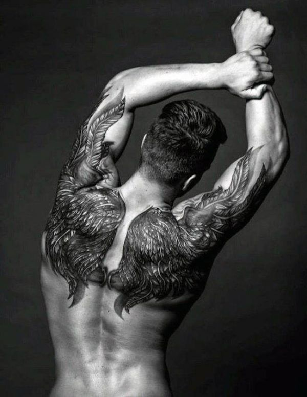 tatuagem nas costas masculina - Asa
