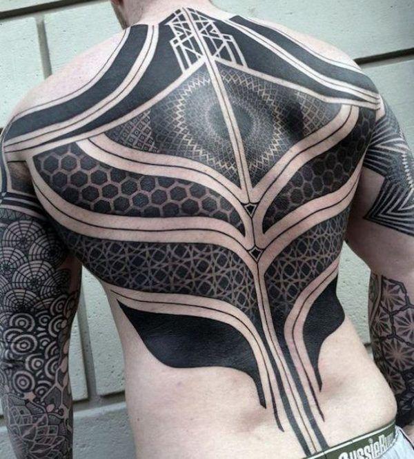 tatuagem nas costas masculina - Tribal