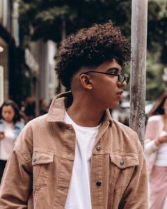 cortes de cabelo cacheado masculino 2021