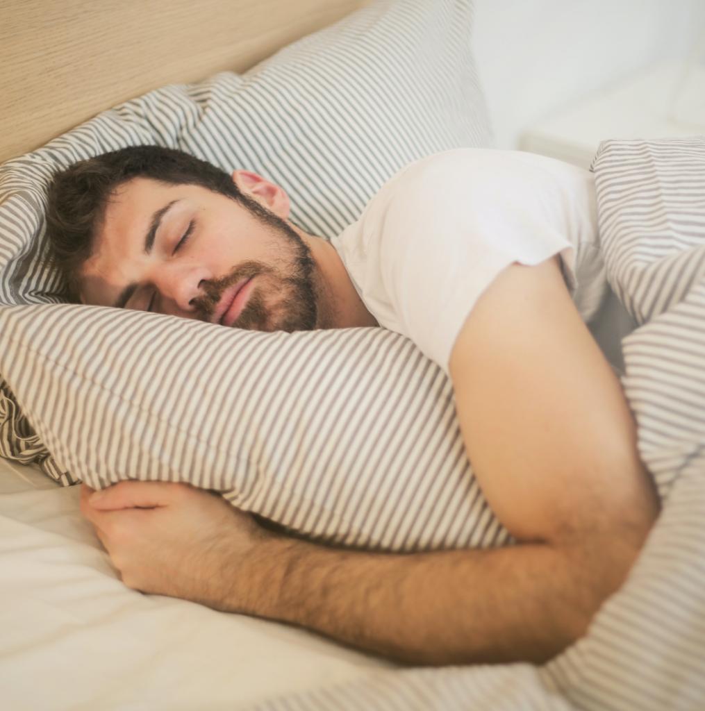 autocuidado masculino - dicas de beleza - como dormir bem